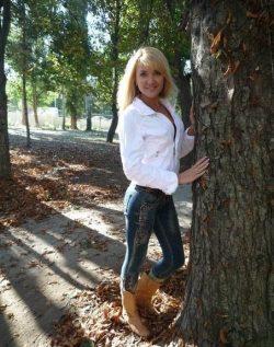Сладкая блондинка приглашает развлечься и поэкспериментировать парней в Перми